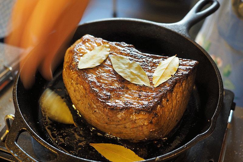 LODGEスキレットで作る1kgのローストビーフ