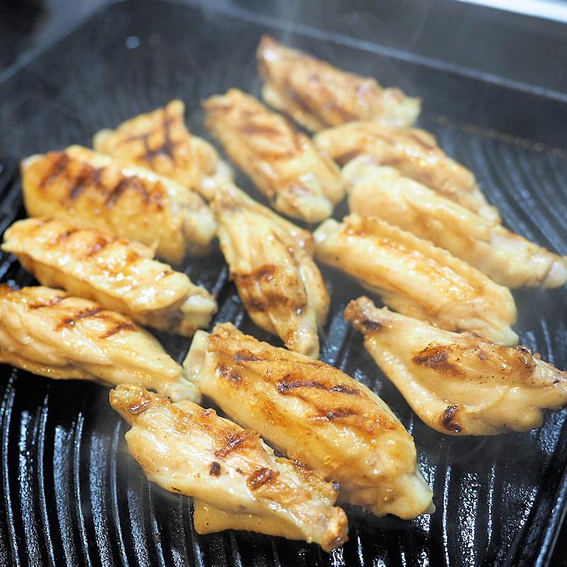 焼き面を2~3回変えて焼けばこの美しい焼き目が付きます。