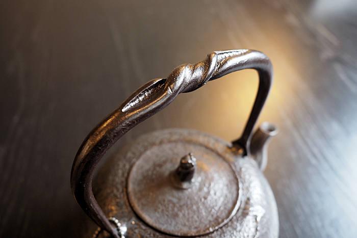 岩手・水沢の南部鉄瓶「丸南部 松(小)1L」